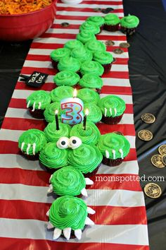 Tic Toc Croc Pirate Cupcakes for Borthday Party- Mom Spotted Since Sawyer's Pirate Birthday party our Tic Toc Croc Pirate Crocodile Cupcakes directions have been requested a handful of times. Super Easy and Fast! Fête Peter Pan, Peter Pan Party, Peter Pan Wedding, 4th Birthday Parties, Birthday Fun, Pirate Birthday Cake, Birthday Ideas, Themed Parties, Easy Pirate Cake