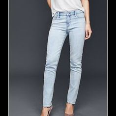 Old Navy Jeans Like new light wash straight leg jeans. Lots of stretch and so soft for a very comfy fit.m Inseam is 28 inches. Old Navy Jeans Straight Leg
