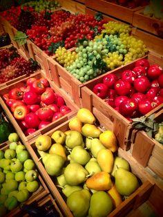 2014-05-09  カラフル  ビーナスフォートで見つけたフルーツたち。カラフルな色彩が楽しい♪