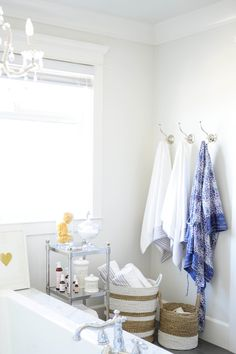 Photography: Tracey Ayton - traceyaytonphotography.com Design: The Doctor's Closet - thedoctorscloset.com   Read More on SMP: http://www.stylemepretty.com/living/2014/03/24/the-doctors-closet-home-tour/