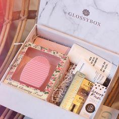 Hello mes Tiboudnez vous connaissez @glossybox_fr ? Je viens de tester pour la première fois et je vous donne mon avis sur le blog !  #glossybox #beautybox #beautyblogger #frenchblogger #beautyaddict #makeup #beauty #tiboudnez #blog