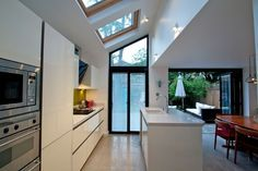another example of cost saving? leaving existing wall section in. if lean to was removed completely. Extension Veranda, Side Extension, Glass Extension, Extension Ideas, Interior Exterior, Kitchen Interior, Kitchen Design, Interior Design, Kitchen Diner Extension