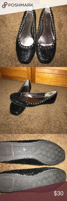 Nicole Miller Glitter Flats N by Nicole Miller Glitter Flats. Only worn once or twice... great condition! Make me an offer :) Nicole Miller Shoes Flats & Loafers