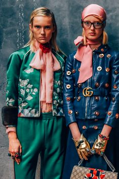 deshistoiresdemode: Gucci ss 2016 through the lenses of Tommy Ton. Gucci Fashion, 70s Fashion, Colorful Fashion, New York Fashion, Look Fashion, Runway Fashion, High Fashion, Fashion Show, Vintage Fashion
