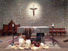 Altar-ed states: liturgical decoration for Lent Altar Design, Church Design, Liturgical Seasons, Church Flowers, Alter Flowers, Altar Decorations, Lenten, Prayer Room, Dining Table