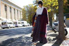 Laura Comolli streetstyle Paris Fashion Week indossa total look Stella Jean - Cappotto lungo con cintura: Tendenza cappotti 2016