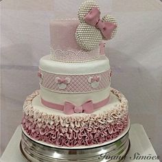 Amei esse bolo da minnie! By @ivanasimoes #festejandoemcasa #minniefestejandoemcasa #festamenina #festaminnie #festalinda #decoracaominnie #minnie #minnierosa #festaminnierosa #partyideas #minnieparty #kidsparty #bolominnie