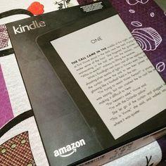 Enfim meu Kindle chegou.  Esperei quase um ano pra compra-lo em oferta.  Agora é só lazer.