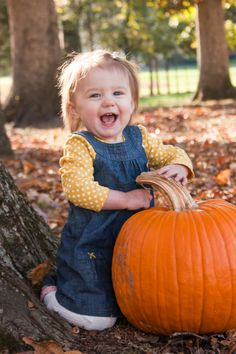 Children's Fall Outdoor Portraits Pumpkin Northern Virginia Portrait Photography Donna-young-photography.com Facebook.com/donnayoungphotography