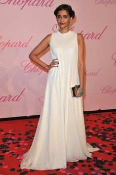 Sonam Kapoor at the Diamonds Are A Girl's Best Friend event (2011)