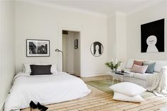 Small simplistic studio apartment. Nice basic set-up.. Could easily accessorize and put decors on walls!