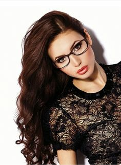Glasses Frames For Oval Ray Ban Sunglasses Best Ideas Brille iDeen 👓 Cute Glasses, New Glasses, Girls With Glasses, Glasses Frames, Brown Glasses, Bon Look, Glasses For Your Face Shape, Glasses For Oval Faces, Lunette Style
