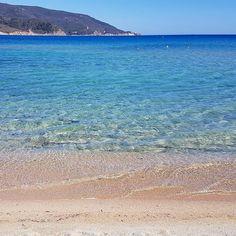 Buongiorno dalla spiaggia di #marinadicampo #elba che acqua ragazzi...  Continuate a taggare le vostre foto con #isoladelbaapp il tag delle vostre vacanze all'#isoladelba. Visita http://ift.tt/1NHxzN3