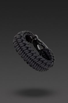 Survival Bracelet - DIY Instructions | Every dog owner should wear a Paracord Survival Bracelet - They can unravel to 8' of strong 550 paracord - I would use it as an emergency dog leash!