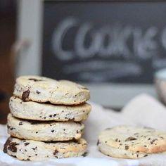 Nos p'tits cookies vegan...bientôt sur le blog ! . . #vegan #veganfoodshare #cookies #recette #blog #veganfoodporn