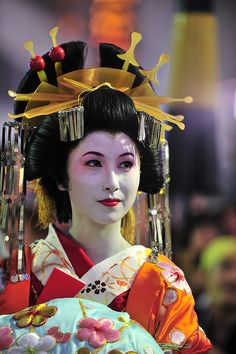 Oiran Question:  Heard that the Japanese do not have a letter R in their alphabet, and do not pronounce it well...so how does one say Oiran?