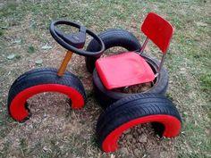 Mit Einigen Alten Autoreifen Machen Sie Das Lustigste Spielzeug Für Die Kinder Im Garten.