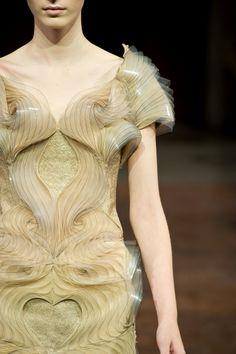 Sculptural Fashion - innovative dress design with 3D pattern & beautifully structured symmetry; alternative materials // Iris Van Herpen