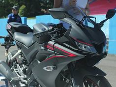 Japanese motorcycle manufacturer Yamaha unveiled its small capacity sports bike, the in Indonesia. R15 Yamaha, Yamaha Yzf, Bike Pic, Motorcycle Manufacturers, Japanese Motorcycle, Yamaha Motor, Valentino Rossi, Most Powerful, Monster Energy