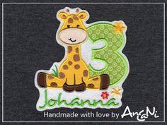 Stickapplikation ♥ Applikation ♥ Aufnäher  zuckersüße  *Giraffe mit Geburtstagszahl*  Bitte teile mir nach dem Kauf Deinen Wunschnamen und Deine Wunschzahl (1-10) mit.  Mit diesem süßen...