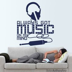 """Vinilo decorativo """"Always got music on my mind"""""""