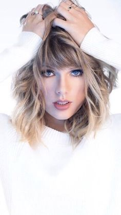 A community for sharing photos of the singer Taylor Swift. Taylor Swift Hot, Estilo Taylor Swift, Live Taylor, Taylor Swift 2017, Taylor Swift Haircut, Bob Hair, Foto Casual, Taylor Swift Pictures, Celebrity Photos