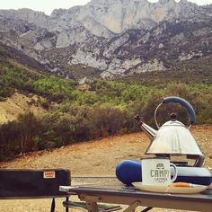 : @campy_camper from #biarritz. Retropots de serie en sus campers de alquiler  Gracias!__  #retropot #traditional #campmug #enamelmug #madeinspain #mug #enamelware  #outdoors #camping #campcoffee #vanlife #campvibes #adventure #getoutside #exploremore #noplastic #ecofriendly #customdesigns by retropot