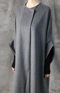 Manteau Avangarde Women Coat / Oversized Overlong Wool Long Sleeve Minimalist Style Do It Yourself K Uk Fashion, Fashion Days, Style Fashion, Street Style Shop, Festival Chic, Grey Pictures, High Street Fashion, Fifties Fashion, Cashmere Coat