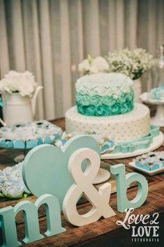 blog-de-casamento-noivado-azul-tiffany-letras-mdf-iniciais-noivos-bolo
