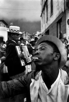 The Kaapse Klopse, known under apartheid as The Coon carnival, a traditional New Year celebration, in the coloured District Six area. Vintage Photography, Street Photography, Ian Berry, Coloured People, Shall We Dance, Jazz, Music Images, My Black Is Beautiful, Music Film