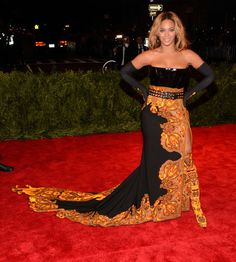 Beyoncé turned heads in a Givenchy Haute Couture gown at the Met Gala!