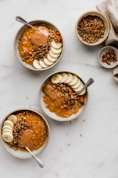 This pumpkin pie oatmeal is a healthy breakfast that is naturally vegan and gluten-free and tastes just like pumpkin pie!