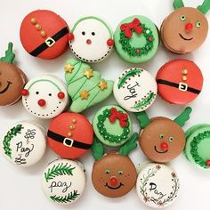 Christmas Deserts, Christmas Party Food, Christmas Cupcakes, Christmas Cooking, Christmas Candy, Macarons Christmas, Xmas, Macaroons Flavors, Macaroon Cookies