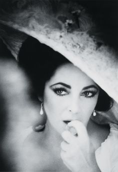 Elizabeth Taylor... her eyes are astounding!!