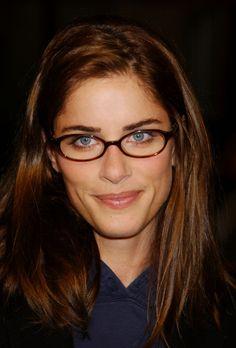 00e52a9ae6 amanda peet sexy - Google Search Celebrities With Glasses