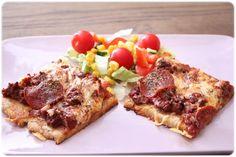 Lørdagspizza med pepperoni   Oppskrift: 100 gkikertmel 100 gsesam-mel 100 g grovt sammalt mel 100 g havremel 50 gfiberfin(k
