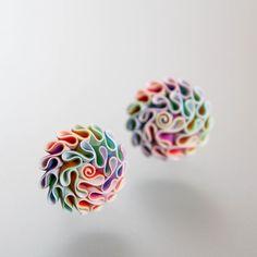 Bodovky Náušničky ve tvaru kytiček jsou velké 1,6 cm. Zapínání je vyrobeno z drátu osteofix - hypoalergenní.