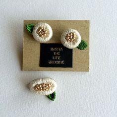 小さいお花のブローチ