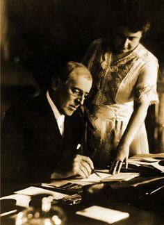 President Woodrow Wilson And First Lady Edith Galt Wilson