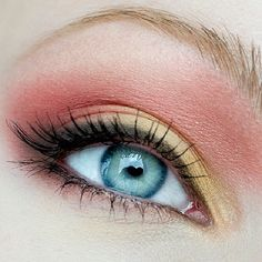 e2b78bc535b You can never go wrong with this soft and subtle cut crease look by dressed  in mint using Makeup Geek eye shadows in Drama Queen, ...