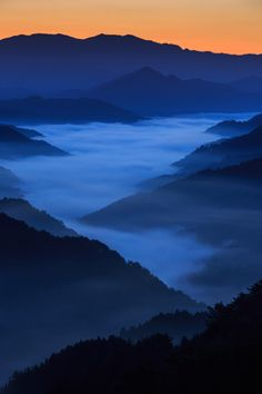 Sea of clouds from Tenguki Pass, Nara, Japan