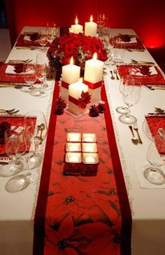 Christmas table setting. Beautiful!