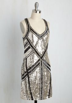 Next on Deco Dress. As the opening performer wraps up her set, you start your vocal warm-ups, already feeling like a star in this sequined shift dress! #gold #prom #modcloth