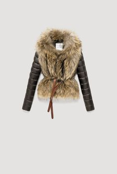 A GORGEOUS jacket from the Moncler Fall collection.be warm winter, we need warm coat ,so mordern down coat, my best loved moncler. New York Fashion, Love Fashion, Womens Fashion, Fashion Trends, Winter Wear, Autumn Winter Fashion, Fall Winter, Winter Chic, Jackett