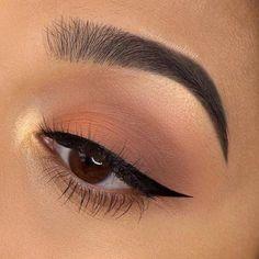 Chelsea Tiscareno are cat eye targets who wear Liquid Liner. - Make up - Chelsea Tiscareno is cat eye goals that Wear liquid liner. Makeup Eye Looks, Eye Makeup Art, Cute Makeup, Skin Makeup, Eyeshadow Makeup, Simple Makeup Looks, Eyeliner Makeup, Simple Makeup Tutorial, Thin Eyeliner