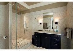 Modern glass enclosed shower. Glencoe, IL $6,950,000