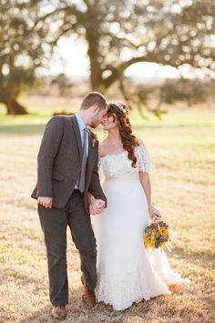 DIY and oh so darling...Natural Outdoor Texas Ranch Wedding from Ryan Price Photography  Read more - http://stylemp.com/spe