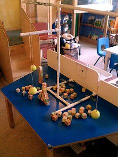 Pendule in bouwhoek. Teacher Tom: More Learning About Pendulums Science Activities, Activities For Kids, Science Centers, Preschool Projects, Learning Centers, Preschool Ideas, Teaching Ideas, Craft Ideas, Construction Theme Preschool