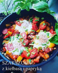 Obiady w 15 minut. 60 przepisów na obiady w 15 minut - Damsko-męskie spojrzenie na kuchnię Halloumi, Tzatziki, Paella, Eggs, Ethnic Recipes, Food, Essen, Egg, Meals