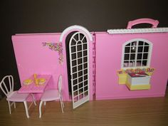 1998 Barbie Magic Kitchen Playset - Pull up picnic table and Fold down Barb-Q on…